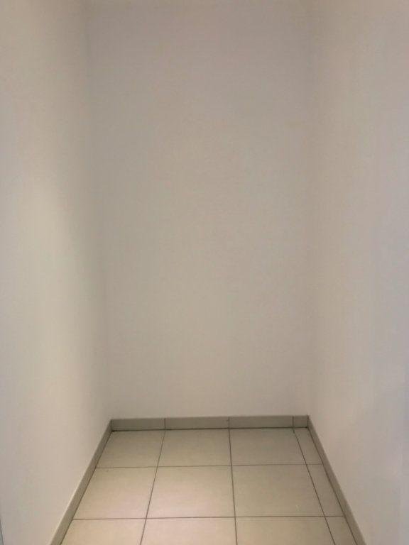 Appartement à louer 3 65.4m2 à Vénissieux vignette-5