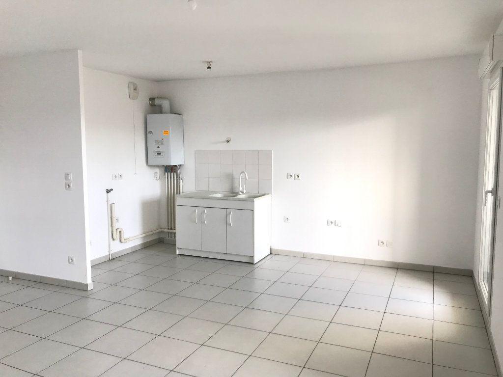 Appartement à louer 3 65.4m2 à Vénissieux vignette-7