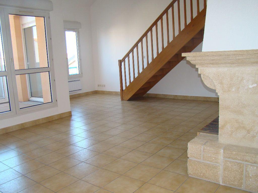 Appartement à louer 5 117.79m2 à Villeurbanne vignette-2