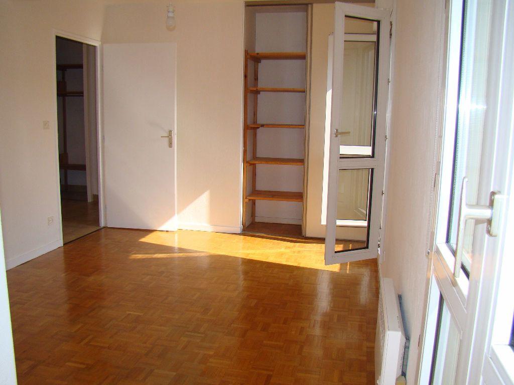 Appartement à louer 5 117.79m2 à Villeurbanne vignette-4