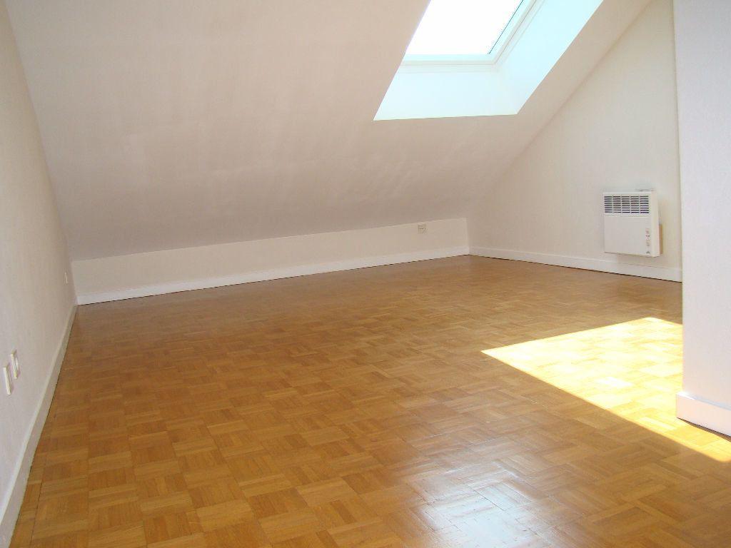 Appartement à louer 5 117.79m2 à Villeurbanne vignette-5