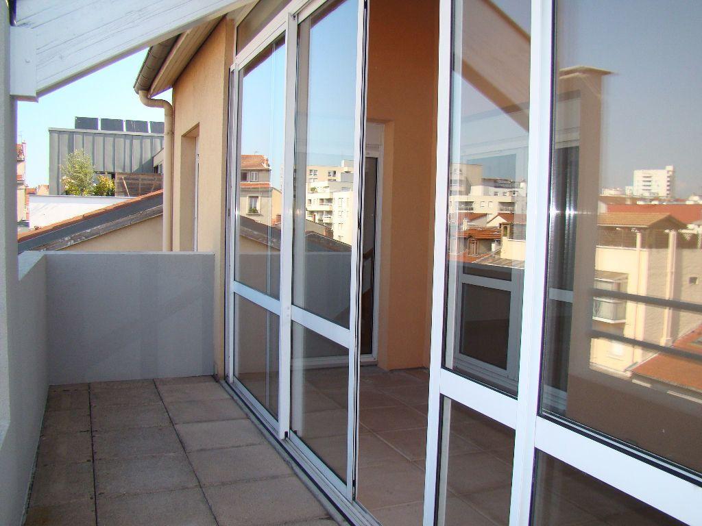 Appartement à louer 5 117.79m2 à Villeurbanne vignette-8