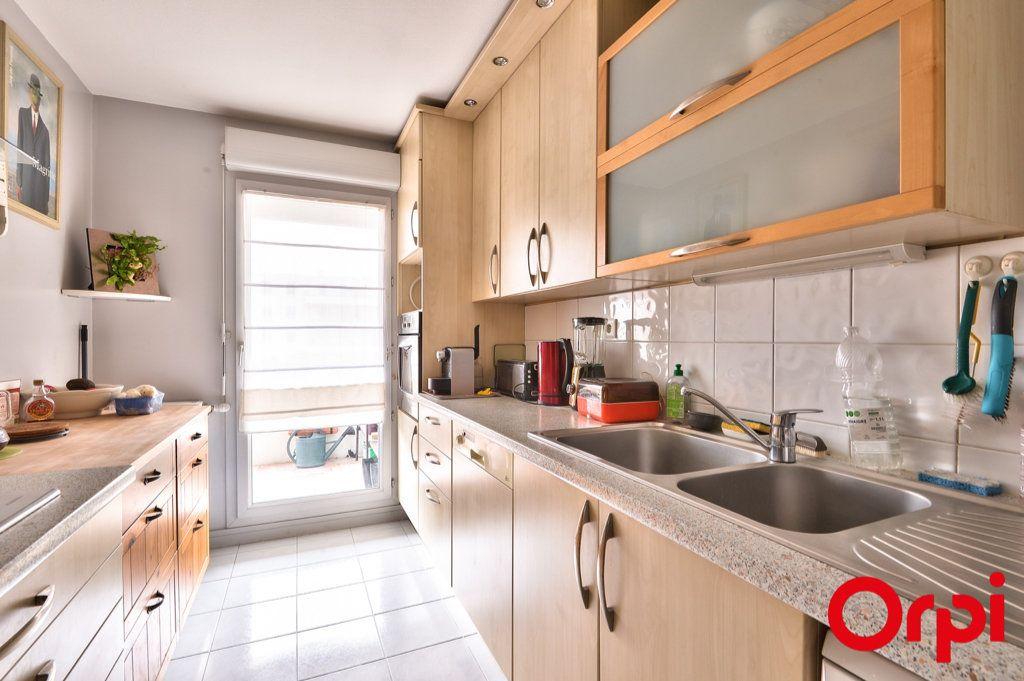 Appartement à vendre 4 81.32m2 à Villeurbanne vignette-3