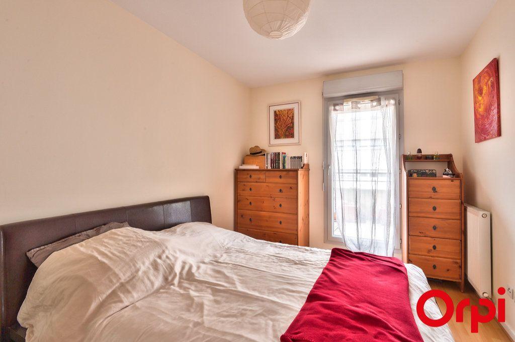 Appartement à vendre 4 81.32m2 à Villeurbanne vignette-4