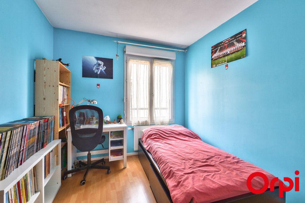 Appartement à vendre 4 81.32m2 à Villeurbanne vignette-5