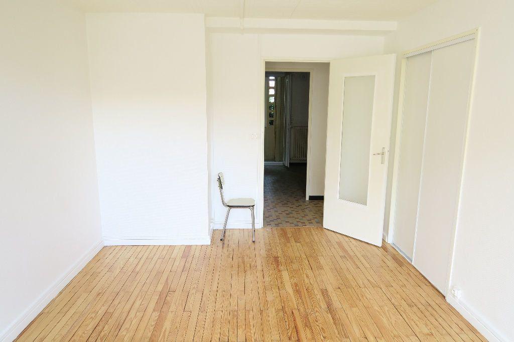 Appartement à louer 3 60m2 à Villeurbanne vignette-2