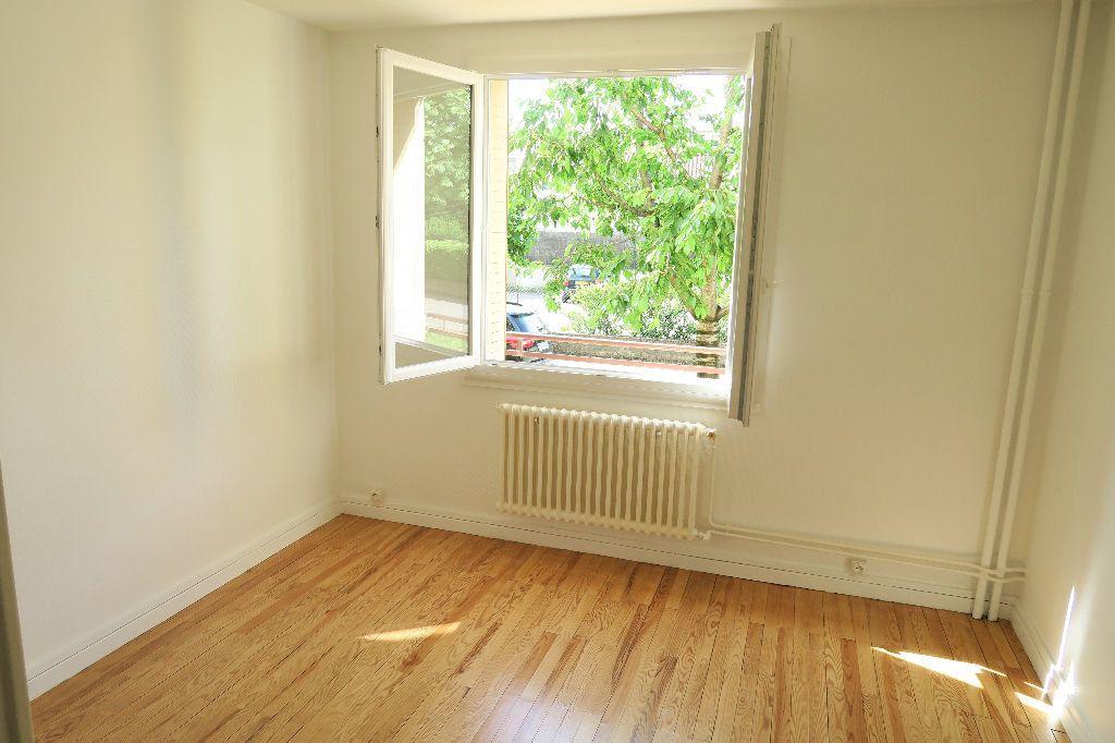 Appartement à louer 3 60m2 à Villeurbanne vignette-3