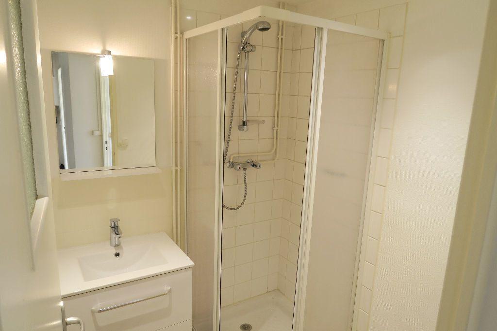 Appartement à louer 3 60m2 à Villeurbanne vignette-5