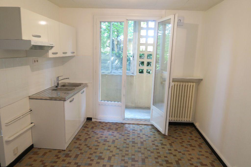 Appartement à louer 3 60m2 à Villeurbanne vignette-6