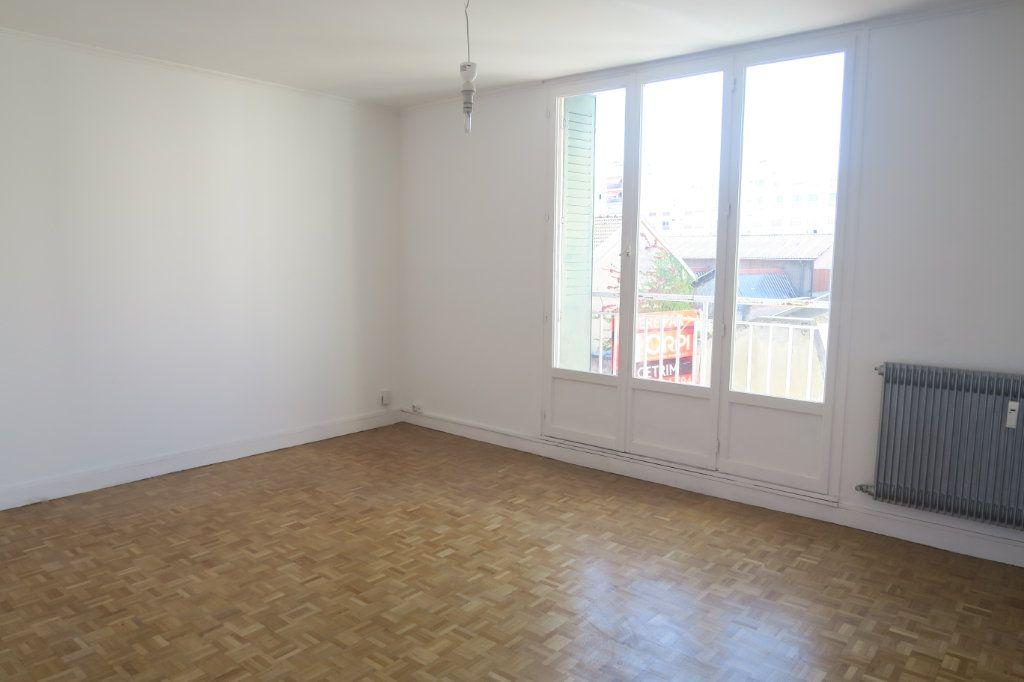 Appartement à louer 3 65.41m2 à Villeurbanne vignette-1