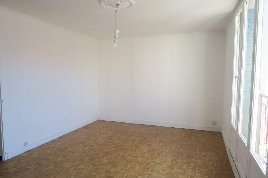 Appartement à louer 3 65.41m2 à Villeurbanne vignette-3