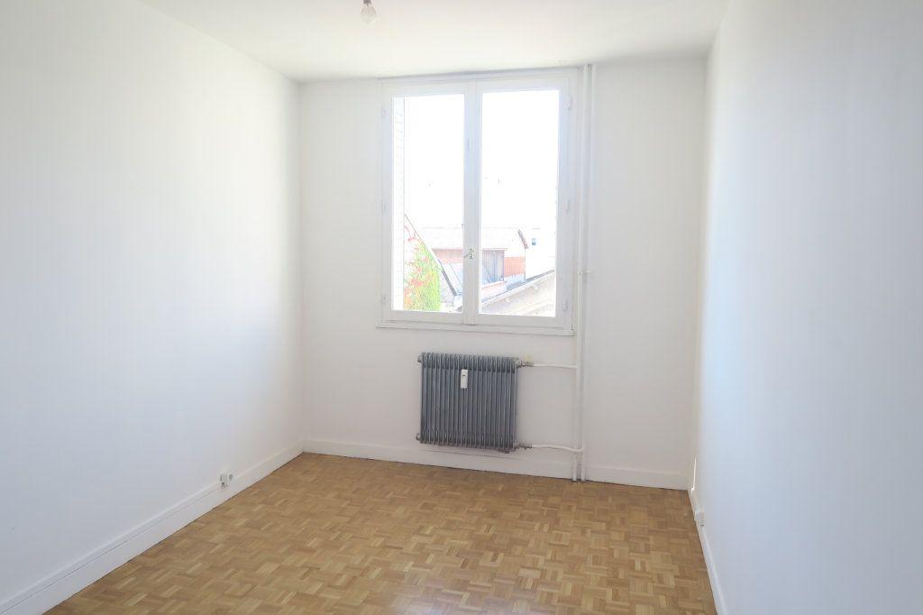 Appartement à louer 3 65.41m2 à Villeurbanne vignette-4