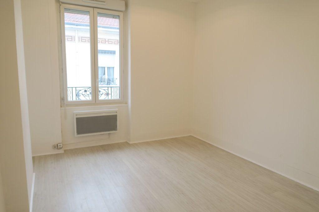 Appartement à louer 2 41.62m2 à Villeurbanne vignette-2
