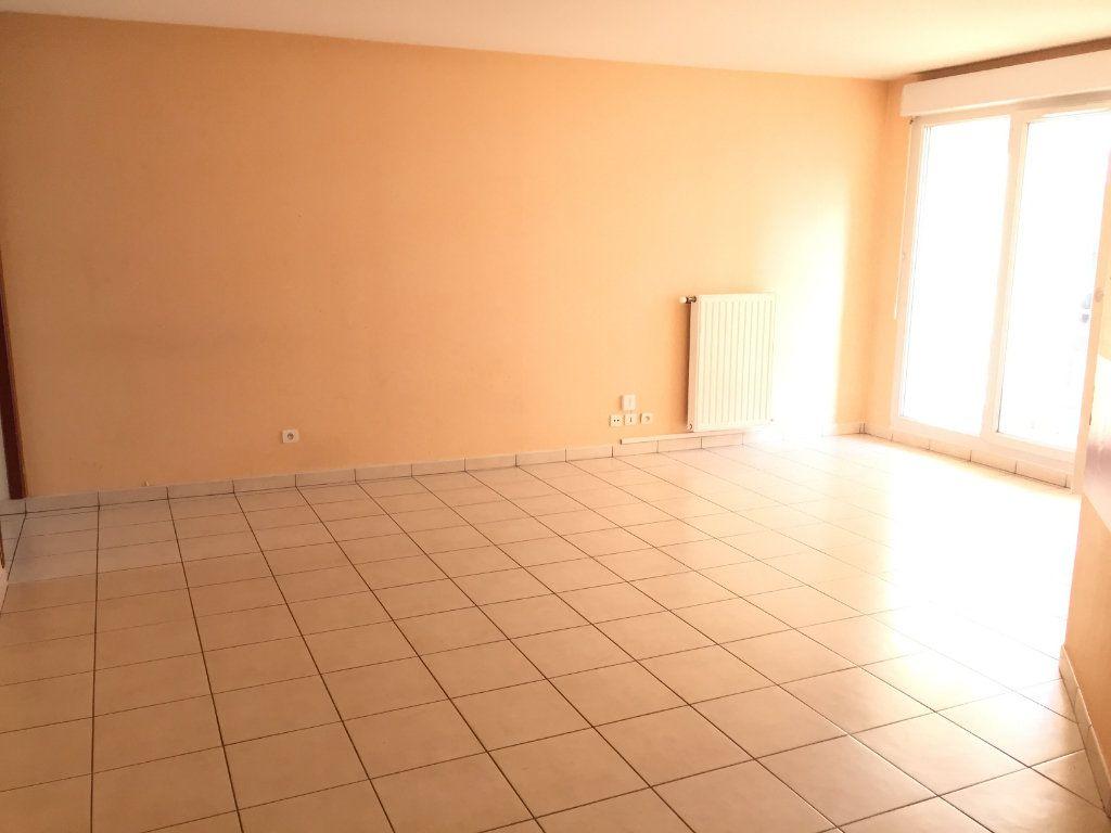 Appartement à louer 4 75.43m2 à Lyon 3 vignette-1