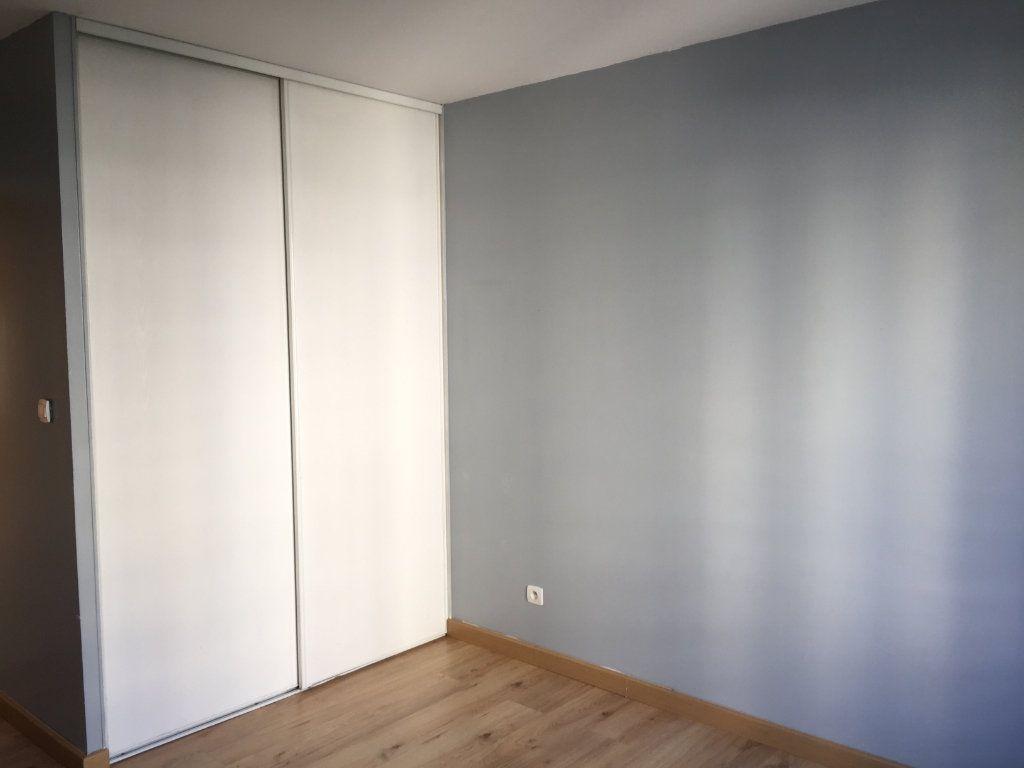 Appartement à louer 4 75.43m2 à Lyon 3 vignette-4