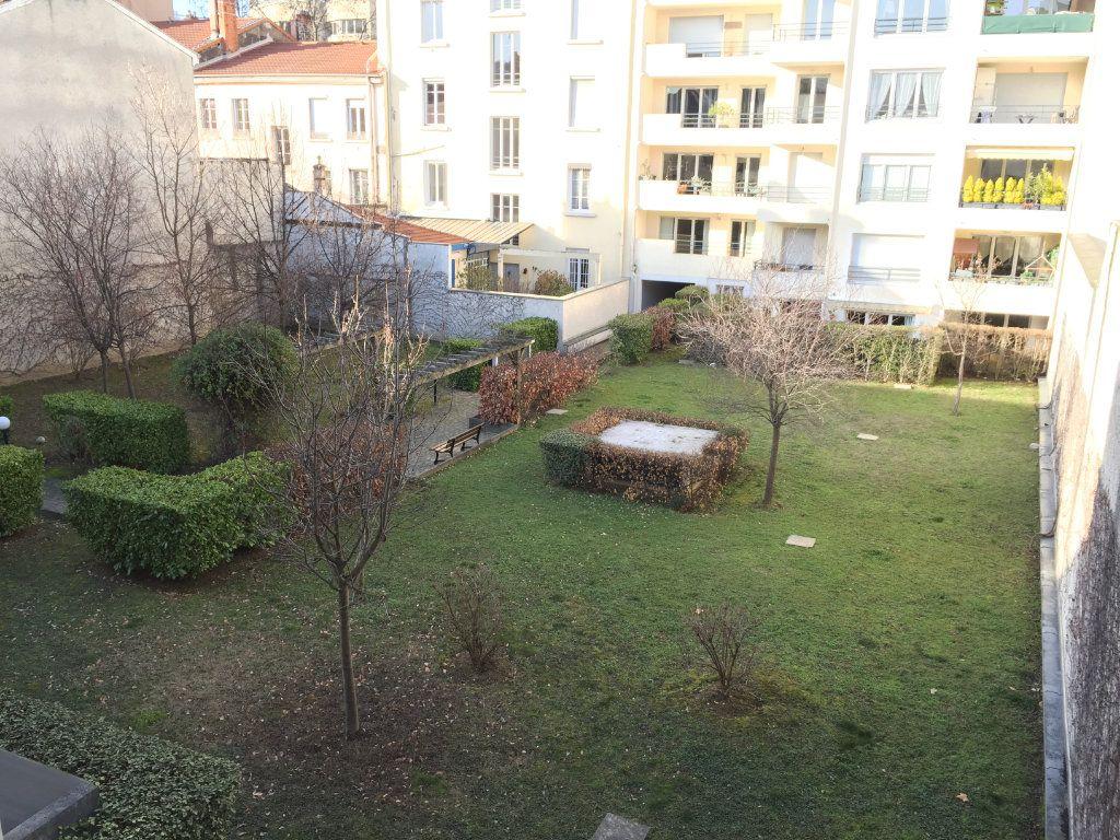 Appartement à louer 4 75.43m2 à Lyon 3 vignette-6