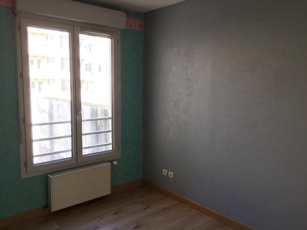 Appartement à louer 4 75.43m2 à Lyon 3 vignette-9