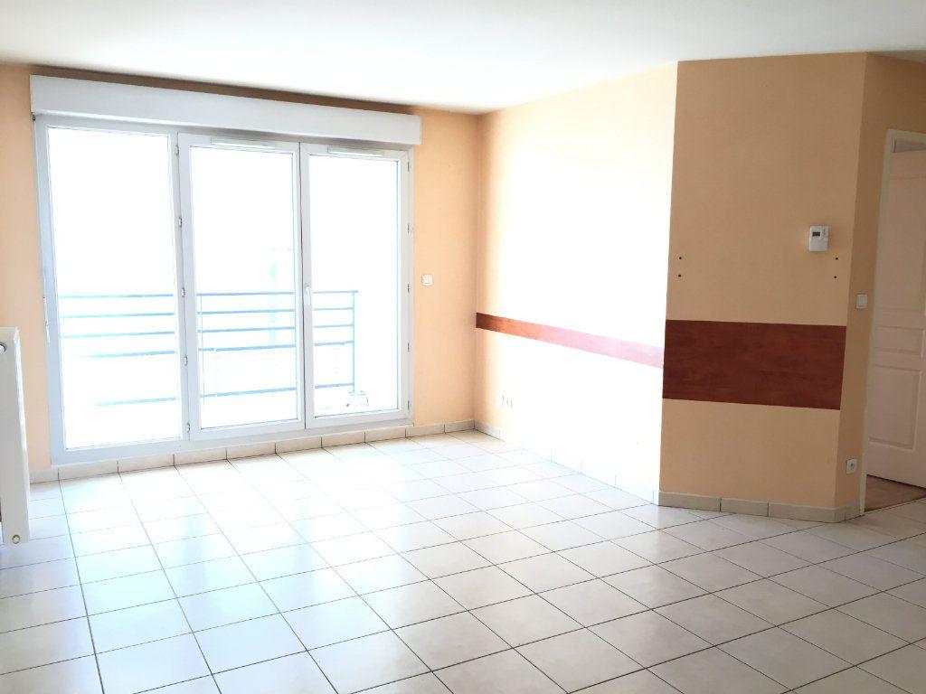 Appartement à louer 4 75.43m2 à Lyon 3 vignette-10