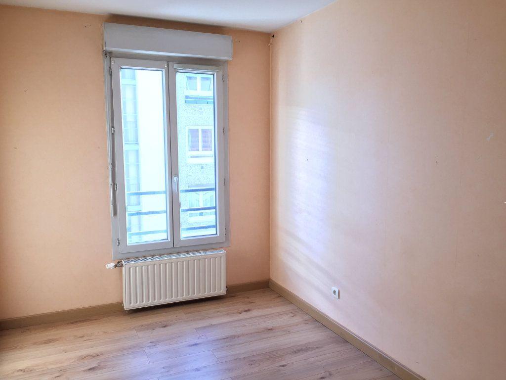 Appartement à louer 4 75.43m2 à Lyon 3 vignette-11