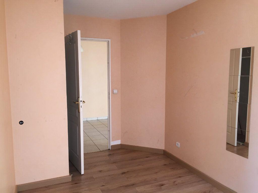Appartement à louer 4 75.43m2 à Lyon 3 vignette-12
