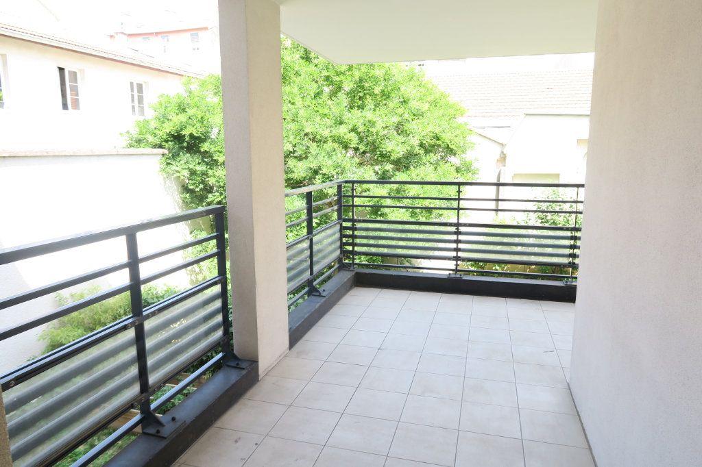 Appartement à louer 4 86.9m2 à Villeurbanne vignette-1