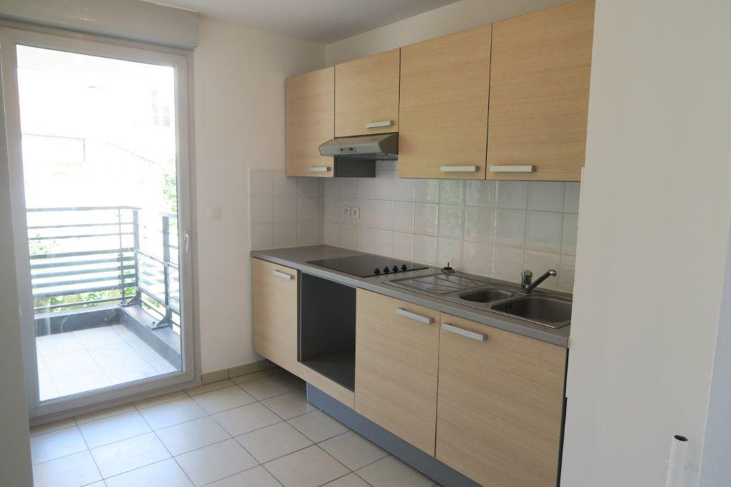 Appartement à louer 4 86.9m2 à Villeurbanne vignette-2