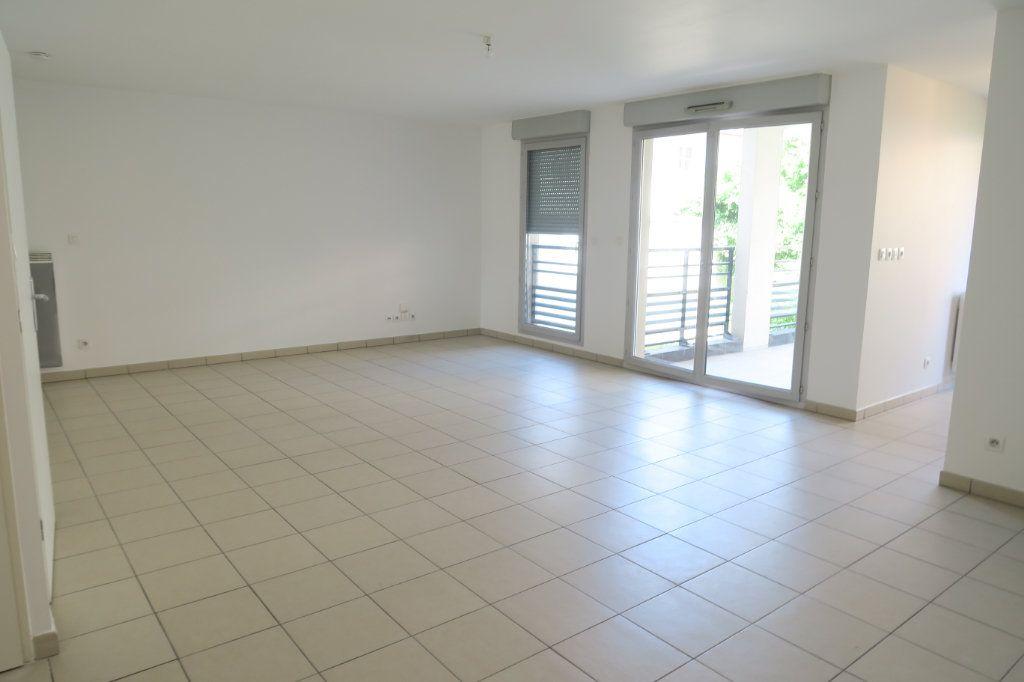 Appartement à louer 4 86.9m2 à Villeurbanne vignette-3