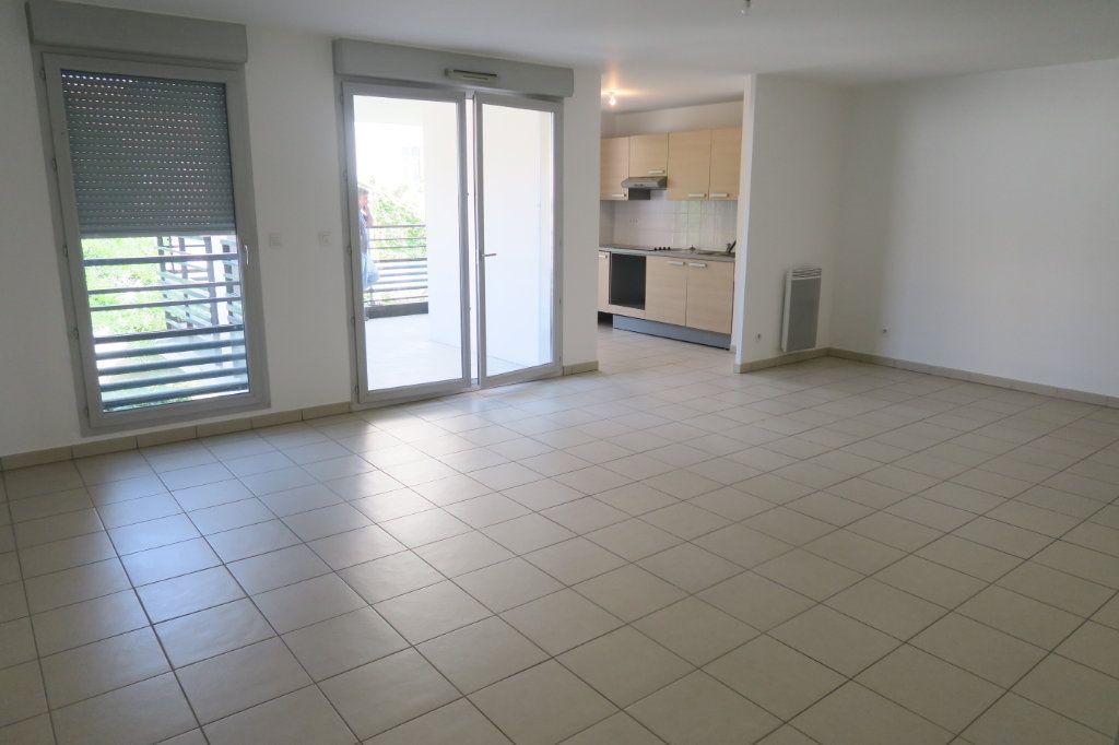 Appartement à louer 4 86.9m2 à Villeurbanne vignette-4