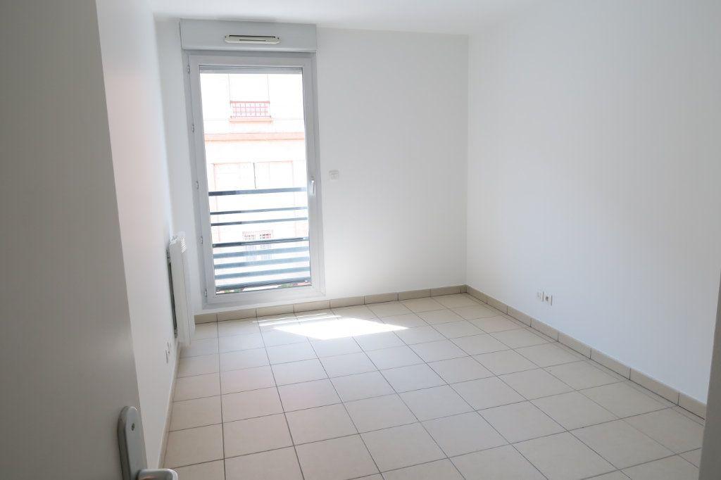 Appartement à louer 4 86.9m2 à Villeurbanne vignette-5