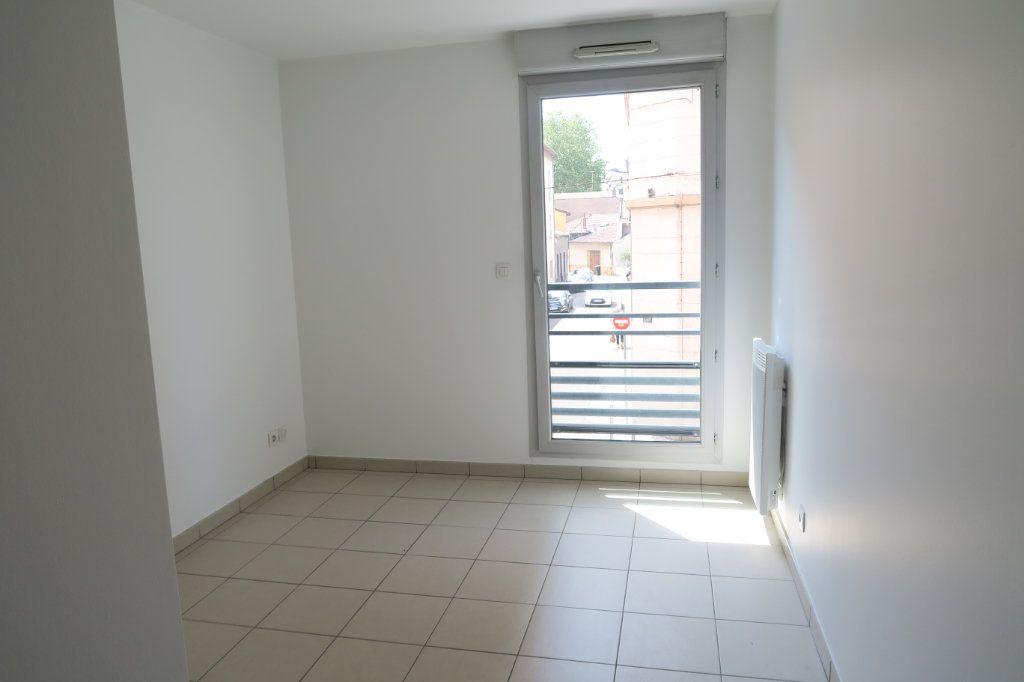 Appartement à louer 4 86.9m2 à Villeurbanne vignette-7