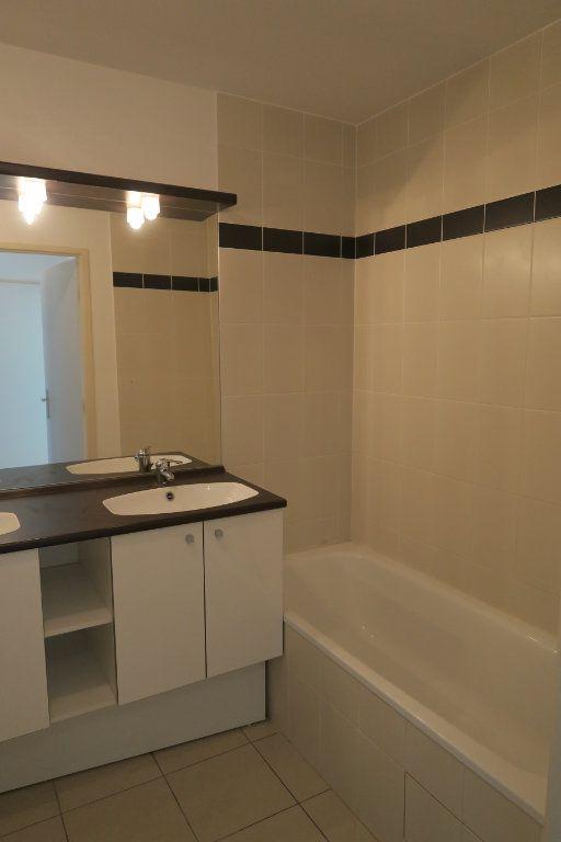 Appartement à louer 4 86.9m2 à Villeurbanne vignette-8