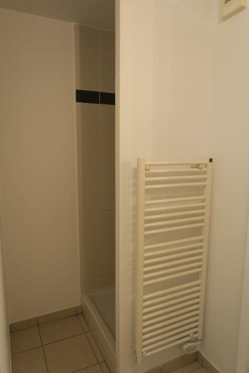 Appartement à louer 4 86.9m2 à Villeurbanne vignette-9