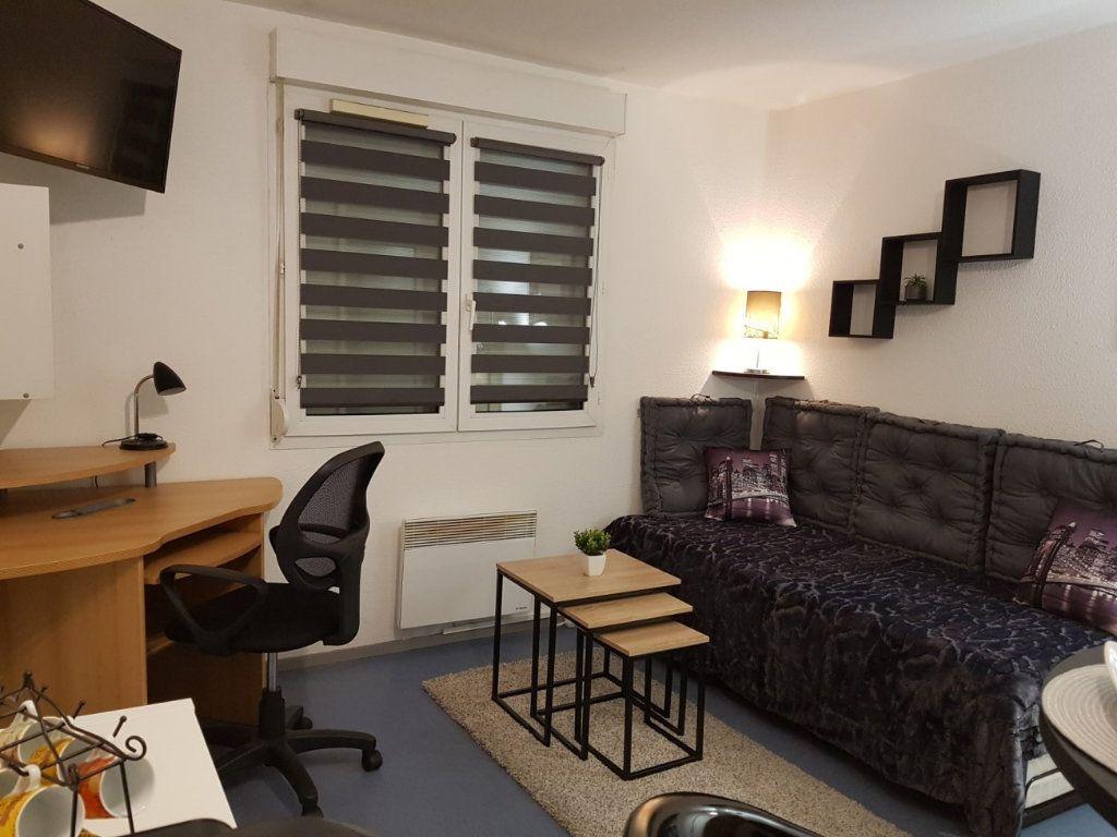 Appartement à louer 1 21.67m2 à Lyon 8 vignette-1
