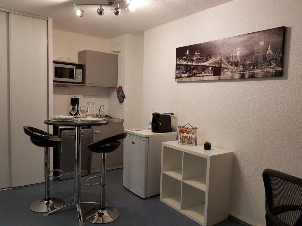 Appartement à louer 1 21.67m2 à Lyon 8 vignette-3