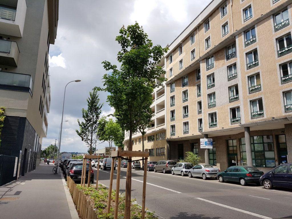 Appartement à louer 1 21.67m2 à Lyon 8 vignette-5