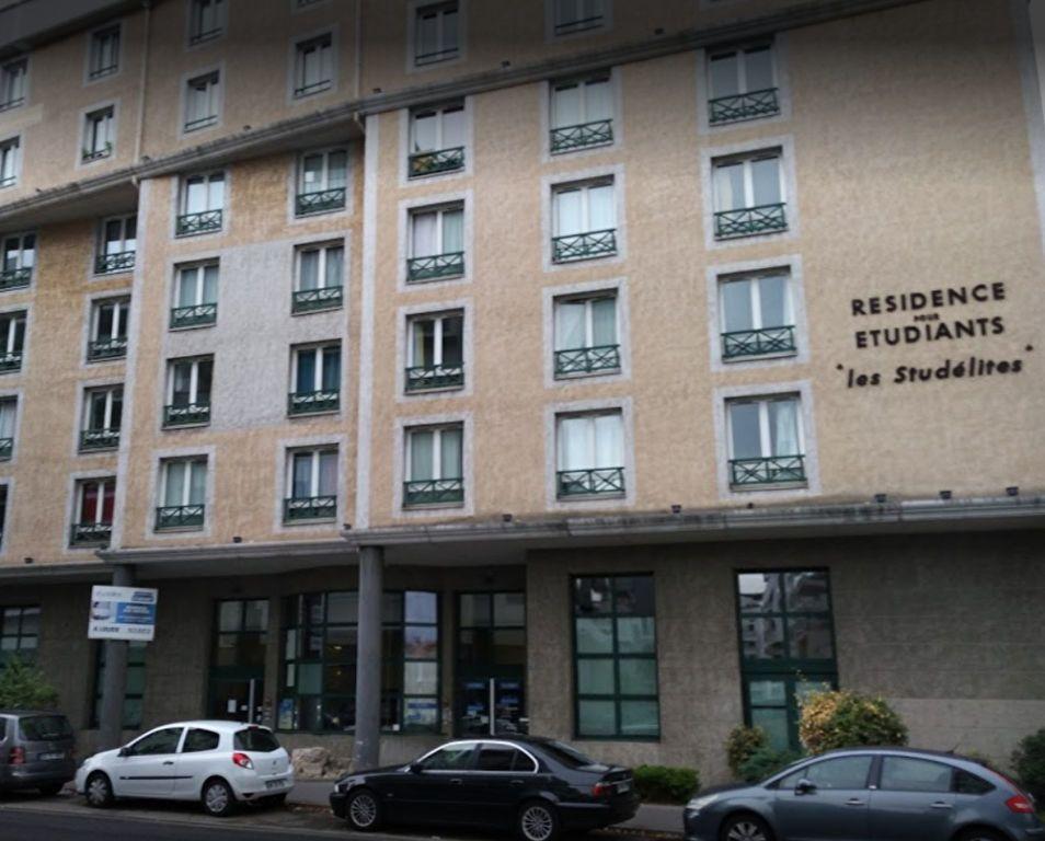 Appartement à louer 1 21.67m2 à Lyon 8 vignette-8