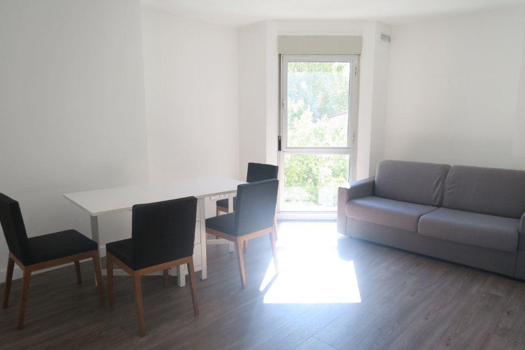 Appartement à louer 3 61.18m2 à Lyon 6 vignette-1