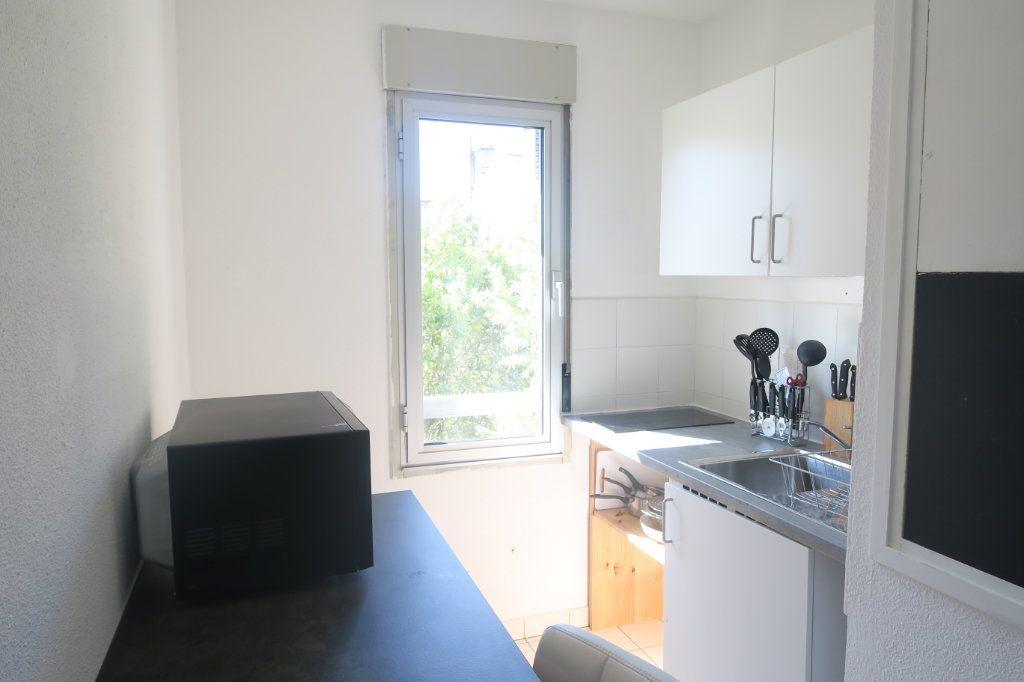 Appartement à louer 3 61.18m2 à Lyon 6 vignette-2