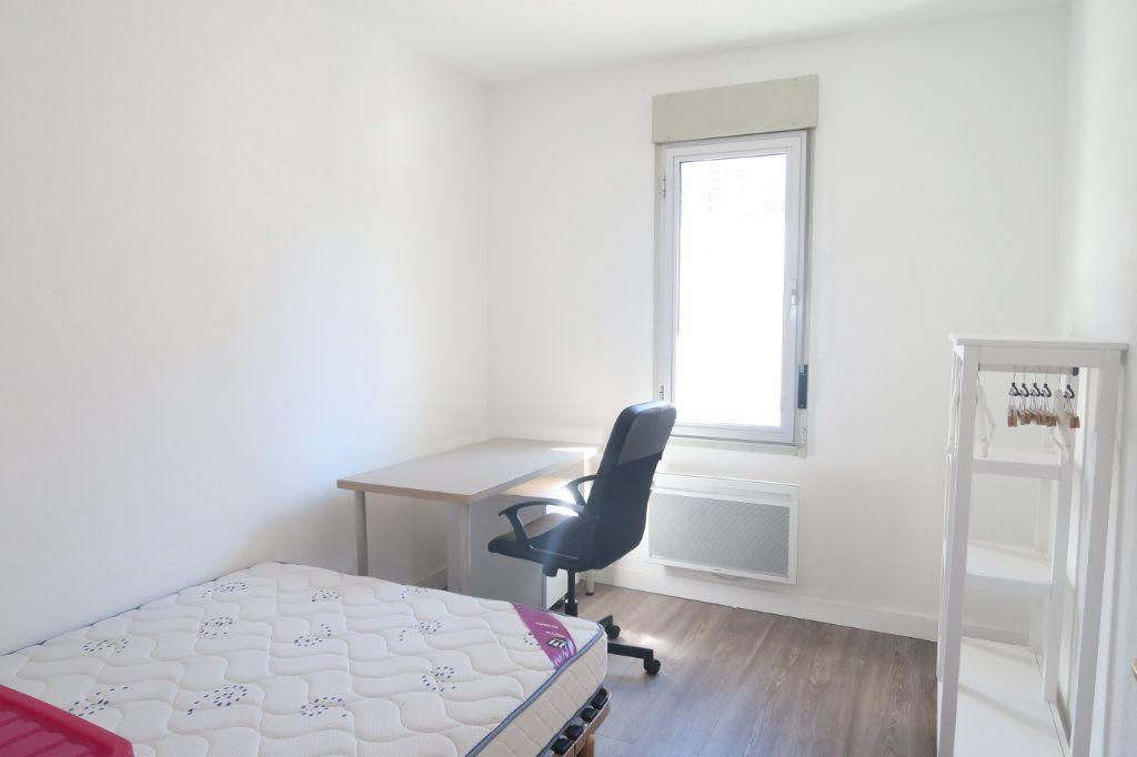 Appartement à louer 3 61.18m2 à Lyon 6 vignette-3