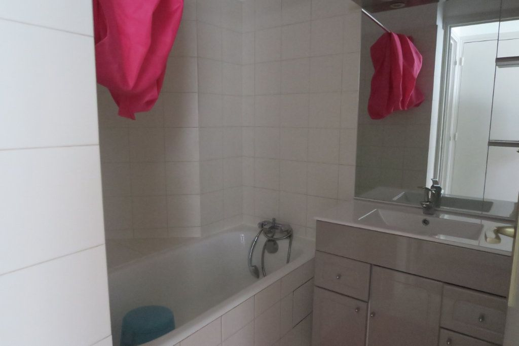 Appartement à louer 3 61.18m2 à Lyon 6 vignette-5