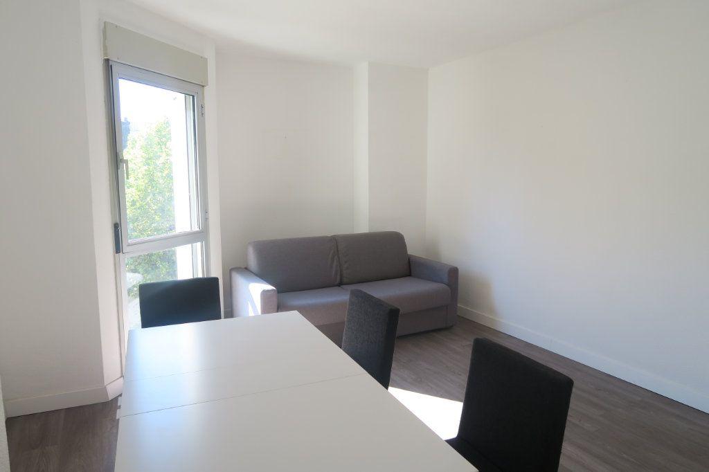 Appartement à louer 3 61.18m2 à Lyon 6 vignette-6