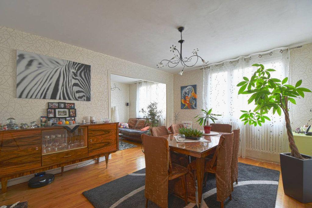 Appartement à louer 4 77.41m2 à Villeurbanne vignette-1