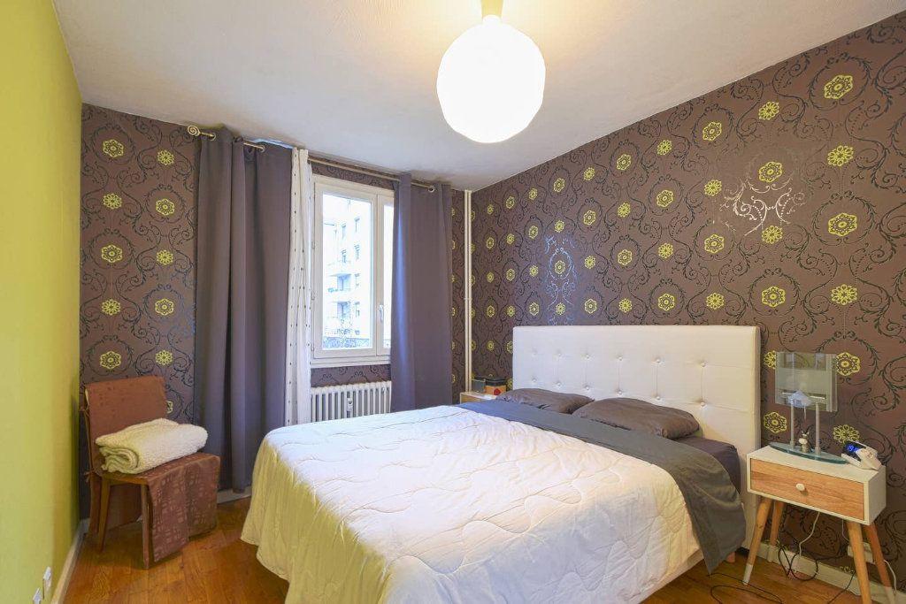 Appartement à louer 4 77.41m2 à Villeurbanne vignette-3