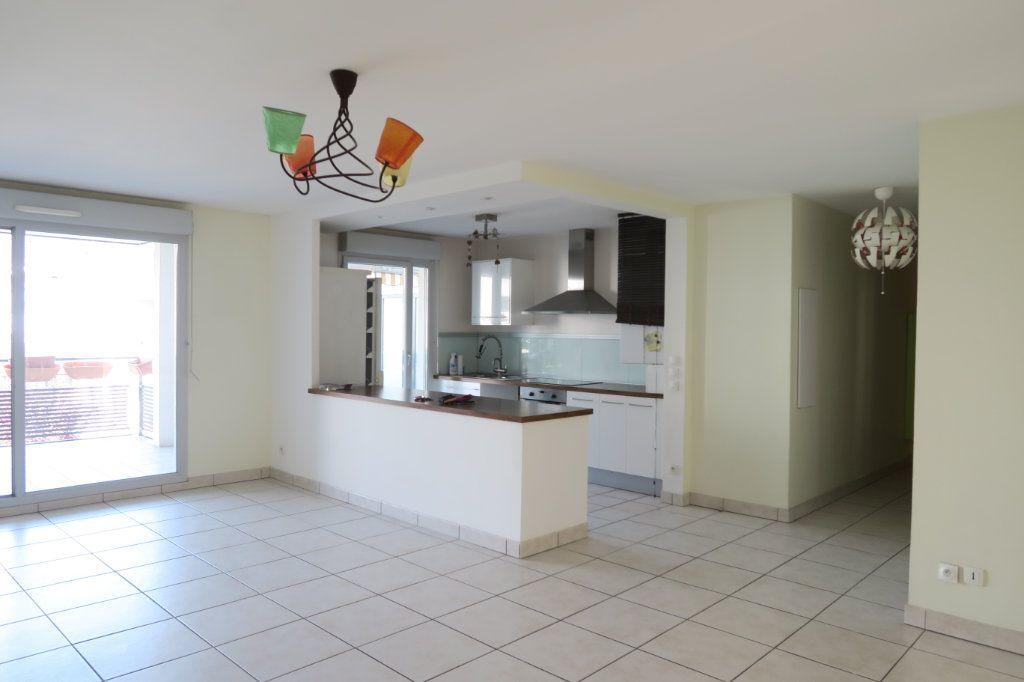 Appartement à louer 5 104.37m2 à Villeurbanne vignette-1