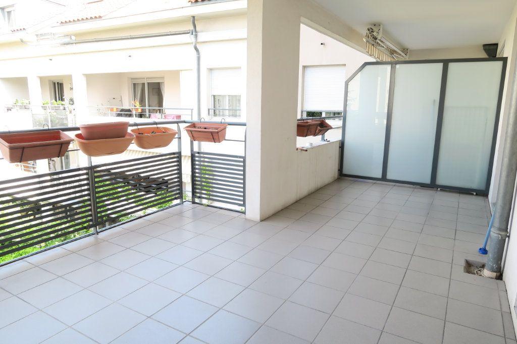 Appartement à louer 5 104.37m2 à Villeurbanne vignette-2