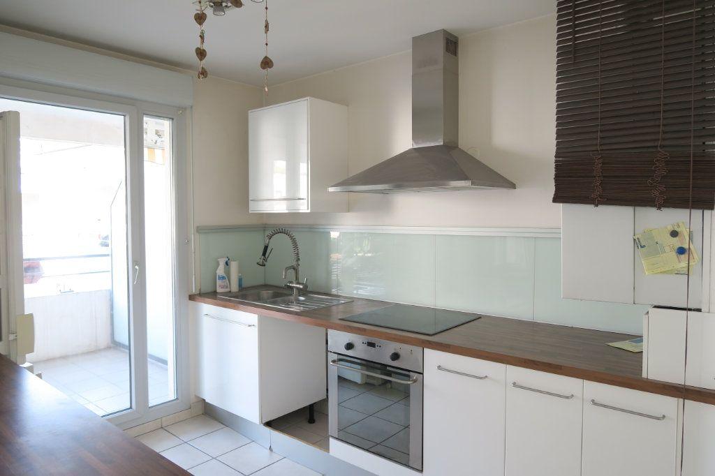 Appartement à louer 5 104.37m2 à Villeurbanne vignette-3