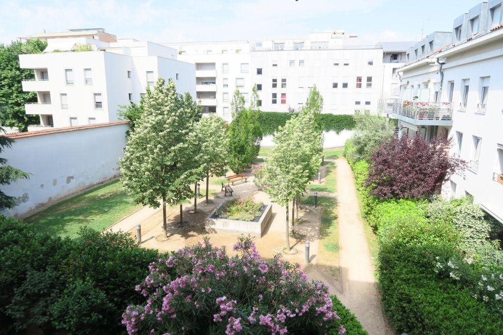 Appartement à louer 5 104.37m2 à Villeurbanne vignette-4