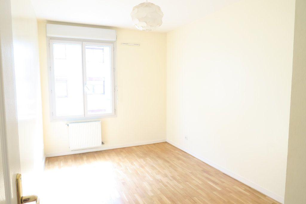 Appartement à louer 5 104.37m2 à Villeurbanne vignette-5