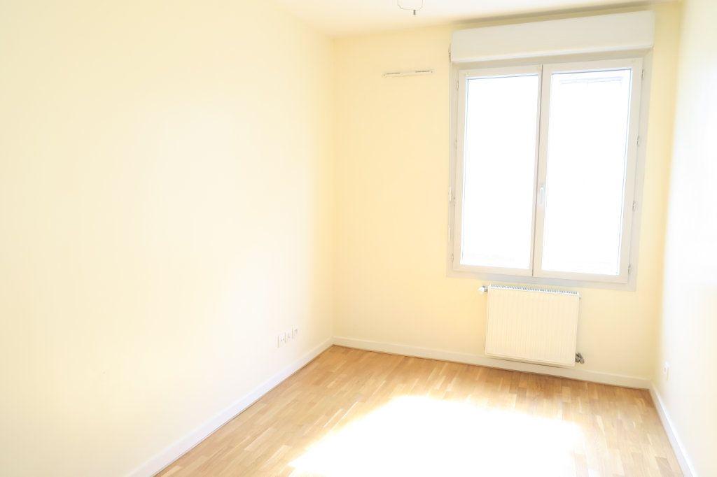 Appartement à louer 5 104.37m2 à Villeurbanne vignette-6