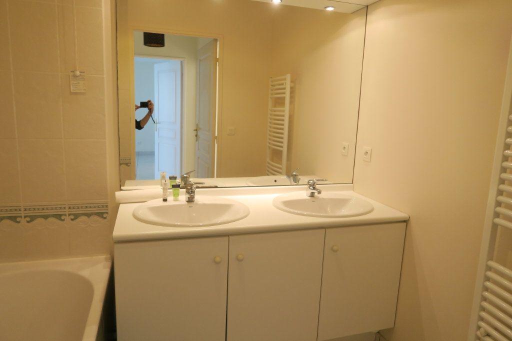 Appartement à louer 5 104.37m2 à Villeurbanne vignette-7